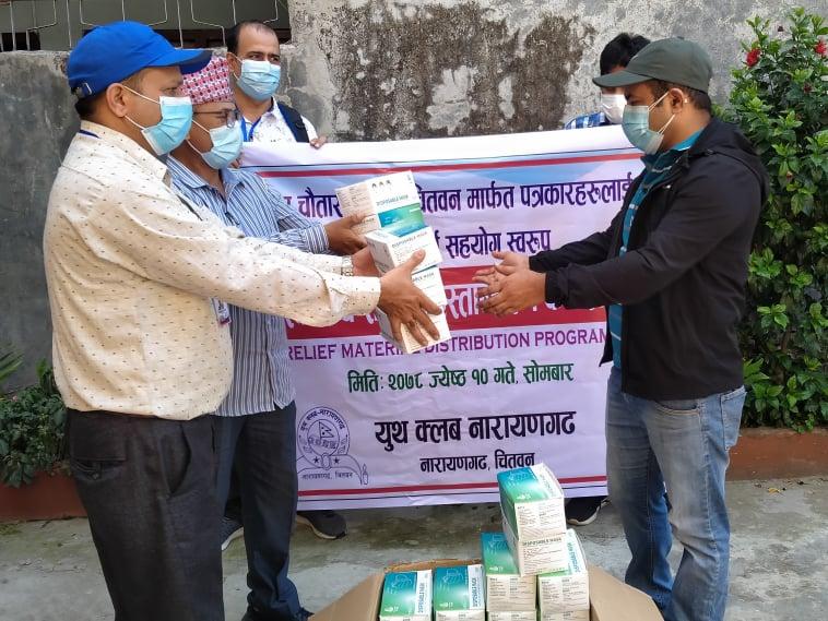 युथ क्लब नारायणगढद्वारा प्रेस चौतारीलाइ स्वास्थ्य सामग्री सहयोग
